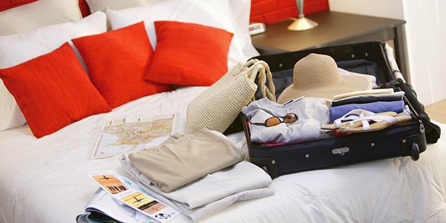 Cosa mettere nella valigia e nel bagaglio a mano vivi for Cosa mettere dietro il divano
